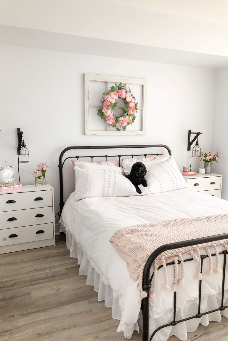 A completed bedroom design makeover that is super budget friendly and a gorgeous farmhouse design. #farmhousebedroomdecor #farmhousebedroom #farmhouse #bedroom