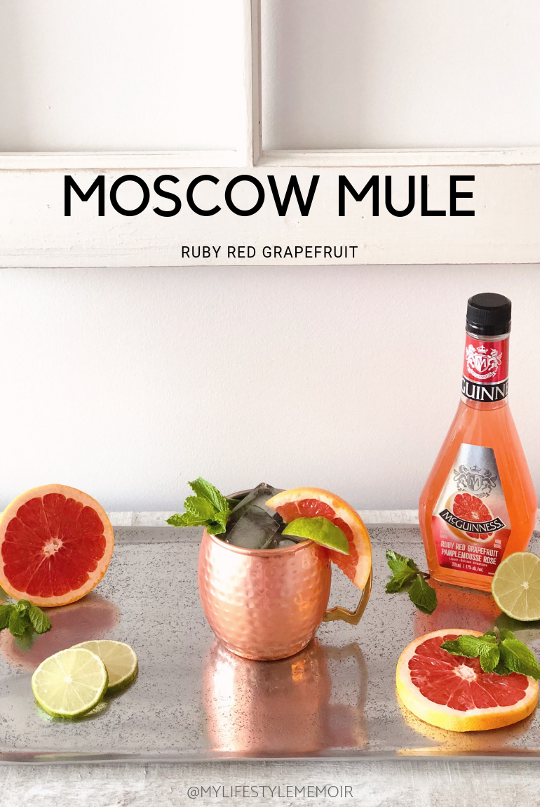 Learn how to make Moscow Mule - grapefruit cocktail! Super easy to make and taste amazing. Recipe is for 1 cocktail. #moscowmule #drinks