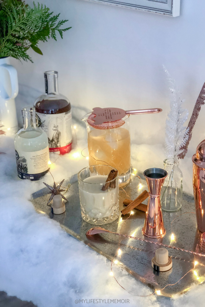 These Christmas gin cocktails will have your guest impressed! #ChristmasDrinks #ChristmasCocktails #ChristmasAppetizers#ChristmasPartyIdeas #christmasgincocktails #gin #ginlovers #gloriousgin #gincocktails #ginideas