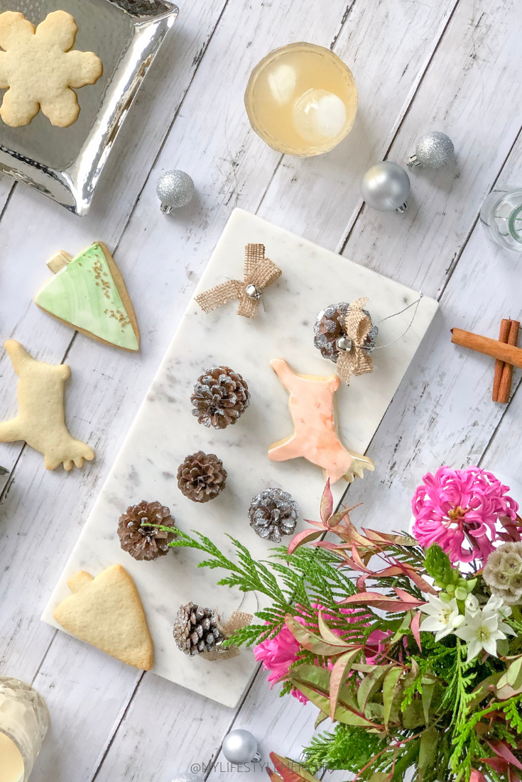Get into the Christmas spirit by hosting your own Christmas Craft Night. Everything from tree ornaments to drinks and food. #diyornaments #diychristmasdecor #diychristmasornaments #easyornaments #christmascrafts