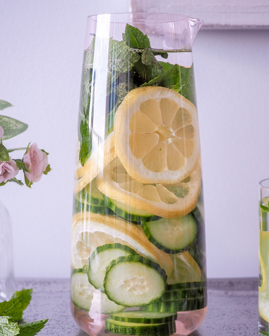 Need a little help drinking water? creating infused water is so easy and takes no time. The amazing benefits will have you creating infused waters way more! #detoxwater #detoxdrinks #infusedwater #detox #healthyrecipes #drink #drinkrecipes #healthrecipes #water #waterrecipes
