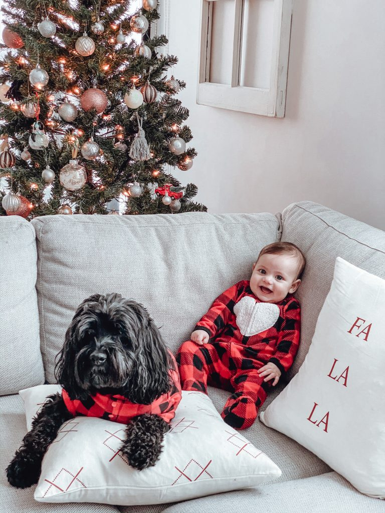 Happy New Year everyone! It is crazy to think that we are already in 2020... This Christmas season was a lot more special for everyone in our family! #babysfirstchristmas #christmasphotoshoot #christmas